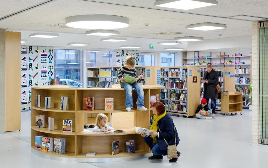 la-biblioteca-del-colegio-es-tambien-la-del-barrio-andreas-meichsner-1